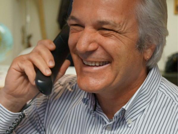 Werner telefoniert
